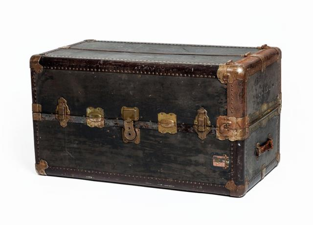 Cool Authentic Steamer Trunk Coffee Table Rentals Charleston Sc Pdpeps Interior Chair Design Pdpepsorg